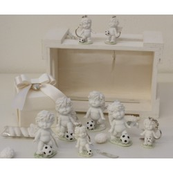 """""""Igor calciatore"""" in 4 modelli assortiti confezionato con scatola, cuoricino pendente, e confetti"""