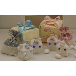 Casetta con Orsetta con luce al led in 2 modelli assortiti confezionato con scatola e confetti