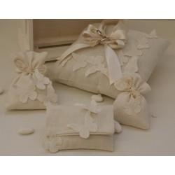 Cuscino portafedi di cotone, con Farfalle di varie misure e fiocchi di raso