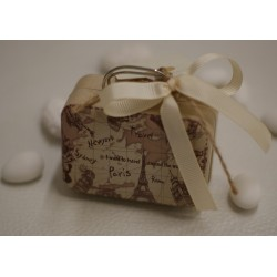 Valigetta vuota di latta a tema viaggio con nastrino e targhetta carta con corda