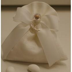 Sacchetto di lino confezionato con spilla calice smaltata con strass