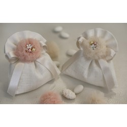 Sacchetto di lino avorio confezionato con ponpon tulle Cipria e gioiello smaltato fiore