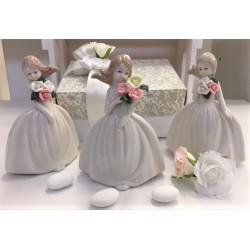 Bimba di porcellana finissima con bouquet di fiorellini confezionata