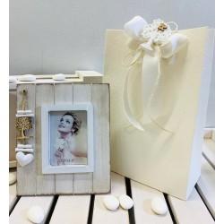 Portafoto di legno con decori cuore e albero della vita confezionato