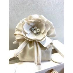 Sacchetto grande di taffetà con fiore gioello di lino confezionato