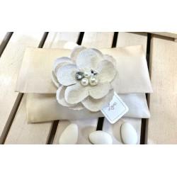 Pochette lunga taffetà con fiore gioiello di lino