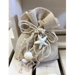 Sacchetto di yuta vuoto con rete di cotone e conchigliette