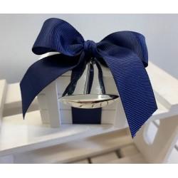 Cassetta di legno bianca con Portachiavi Barchetta a Vela confezionata