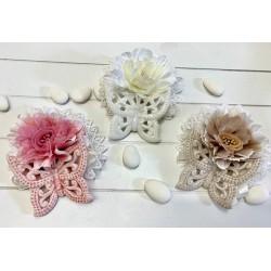 Farfalle magnete 3 colori assortiti confezionate con centrino e fiori