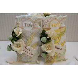 Pergamena portaconfetti con fiori e biglietto