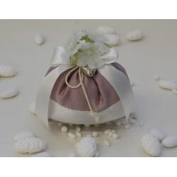 Saccotto Rosa antico di gros grain Confezionato con 5 confetti mandorla di Avola