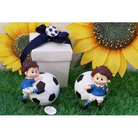 Salvadanaio Pallone con Calciatore confezionato con scatola e confetti
