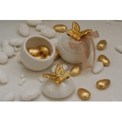 Scatolina porcellana con Farfalla oro confezionata con 5 confetti incartati oro