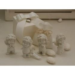 """""""Olga amorosa"""" in 4 modelli assortiti confezionata con scatola, cuoricino pendente, sacchetto e confetti"""